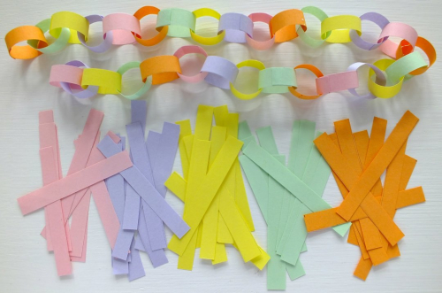 Miniature paper chain